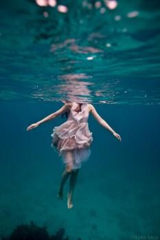 girl_floating-233x350
